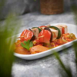 brocheta-tofu-verduras-pimientos-asados-apio